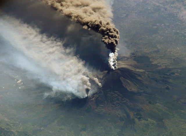 etna yanardagi - Yanardağ Nedir? Yanardağ (Volkan) Patlamaları Özellikleri