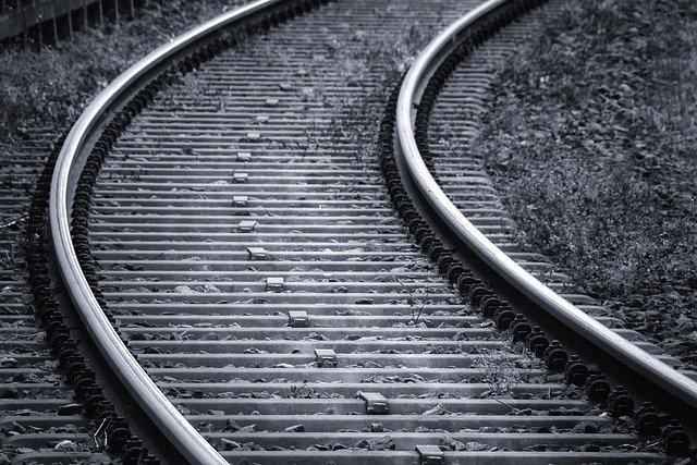 Metal demir yolu